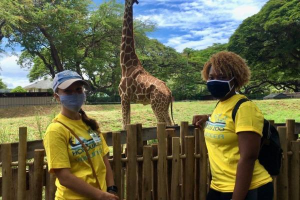 Volunteers Mandee and Ashley with giraffe